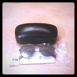 NWT  DVF Sunglasses DVF13OS